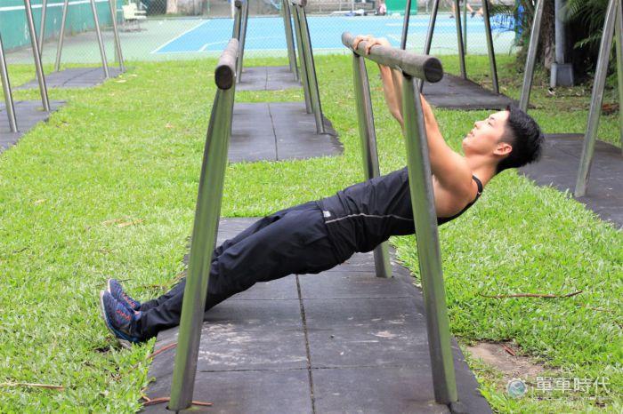 【健身DIY】 活用公園設施 哪裡都是我的健身房