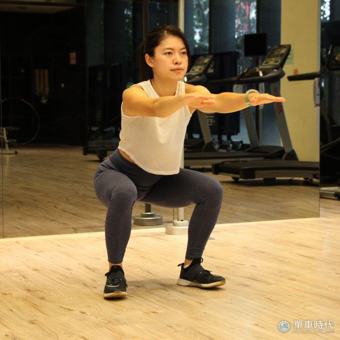 宅在家練功 增進腿部能力的健身動作
