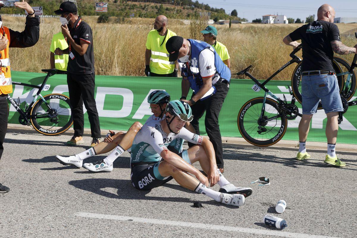 ▲終點前4km左右,Bora車隊幾位選手發生摔車
