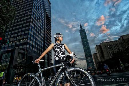 單車時代 - 【運動美女】Mia 從踩飛輪到環沖繩