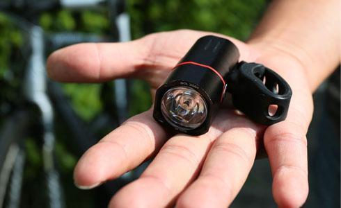 GUEE SOL 300 Plus光感應車燈