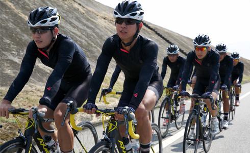 台灣品牌首件冷黑科技自行車車衣