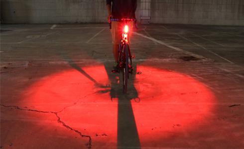 單車時代 - 加強警戒!Guee Inox的光學專利後燈
