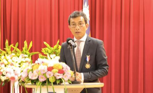 自行車中心吳盈進前董事長獲頒經濟專業獎章
