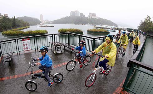 日月潭單車嘉年華 環湖與滑步車都來 大人小孩一樣嗨