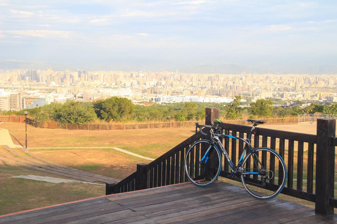 【揪是愛爬坡】騎上望高寮高台看風景