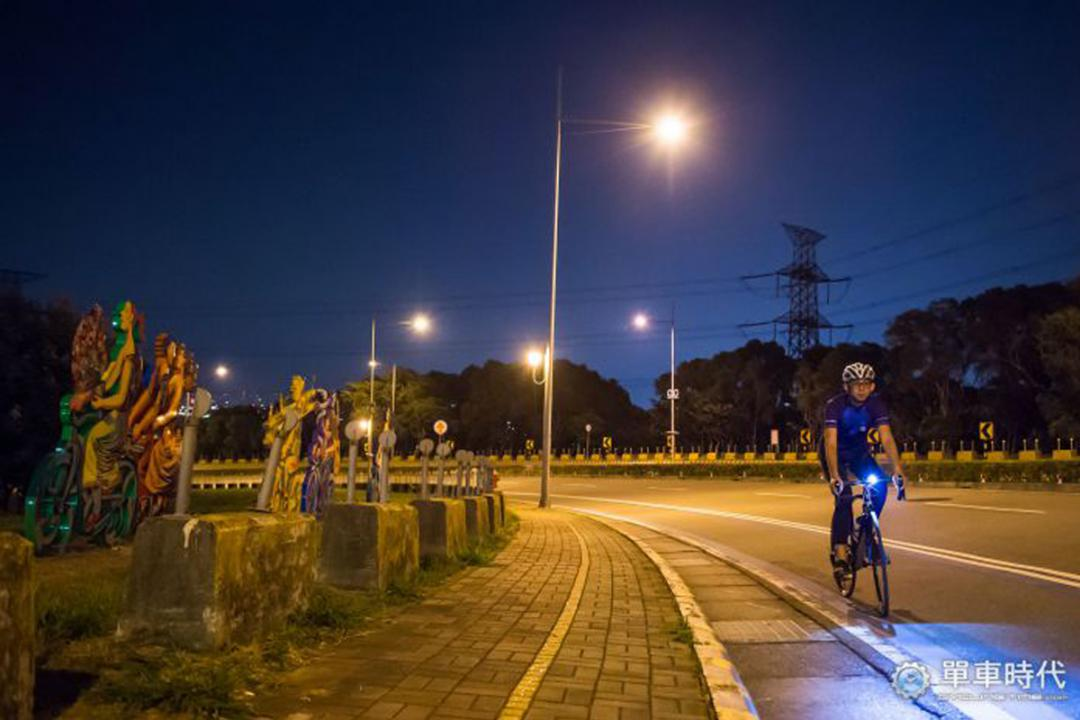 带着DOSUN车灯 骑上中科园区满足夜景渴望